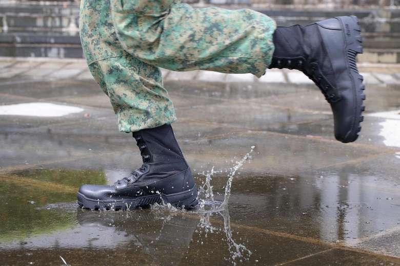 saf-soldier-running-boots